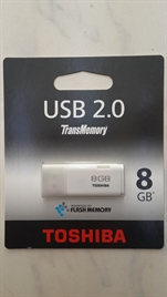 TOSHIBA 8 GB FLASH BELLEK